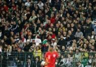 홈 관중 인종차별 행위 불가리아에 '무관중 경기+벌금' 징계
