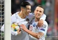 훔친 골?…'호날두의 찜찜한 99호골' 포르투갈, 유로2020 본선행