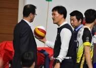 배구연맹, '경기구 촌극' 심판진에 2~3경기 출장정지 징계