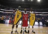 홀리데이 '3형제가 한 코트에'…NBA 역대 처음