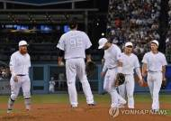 MLB 다저스·양키스 팬 뭉쳤다…'사인 절도' 휴스턴 '합동 야유'