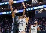 NBA, 코로나19 여파로 '중립 경기' 개최 가능성 검토