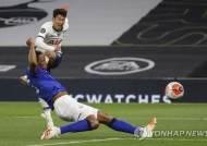 '동료와 경기 중 충돌' 손흥민, EPL 재개 4경기째 득점포 침묵