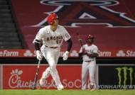 오타니, 시즌 첫 홈런…에인절스는 불펜 난조로 역전패
