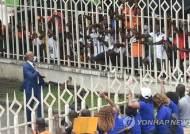 드로그바, 코트디부아르 축구협회장 선거 유세…수천 명 운집