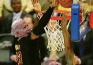 [바이든 당선] NBA 제임스, 트럼프 낙선에 '넌 해고야'·블록슛 트윗