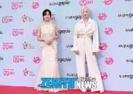 [HD스압포토] 솔지&보미 '신선한 조합으로 등장해 깜짝!'(2019 MGMA)