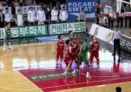 동부, 짜릿한 한점차 승리…김주성-오세근 희비 엇갈려