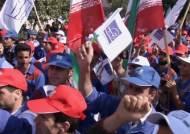 """이란 한국대사관 앞에서 """"계약금 돌려달라!"""" 반한 시위"""