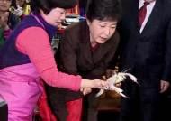 'PK를 지켜라' 부산 바닥 훑은 박근혜, 신공항 요구엔…