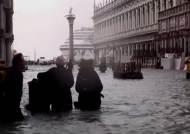 '물의 도시' 이탈리아 베니스 폭우로 침수…피해 속출