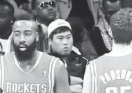 [일간스포츠] 류현진 얼굴이 떡하니…미 NBA 경기관람 포착