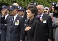 워싱턴에 도착한 박 대통령, 한국전 참전용사부터 찾아