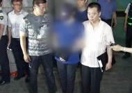 """엽기살인 10대, 태연한 범행 재연에 주민 분노…""""죄송"""""""