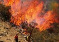 이틀째 불 타는 산, 집까지 삼킨 홍수…신음하는 미국