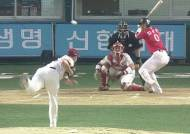KIA, 초반 실책성 플레이… SK, '4강 희망가' 이어지나