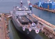 바다에서 바로 전력 지원…차기 상륙함 '천왕봉함' 첫 선