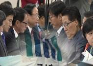 '국정원 공소장 변경' 철회하자니…축소 수사 논란 가능성