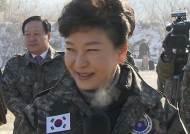 """최전방에 간 박 대통령 """"북한 도발 시 가차없이 대응"""""""