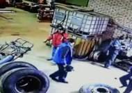 정비소서 타이어 폭발…하늘이 살린 '행운의 사나이'