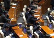 355조 규모 예산안 가까스로 국회 통과…또 해 넘겼다