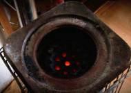다시 연탄 찾는 서민들…'연탄가스 중독' 사고도 급증