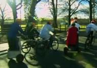 21세기형 글래디에이터?…이색 자전거 레이스 화제