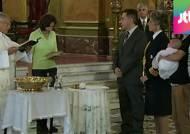 동성커플 자녀의 대모가 된 아르헨티나 대통령 화제