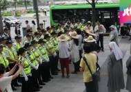 노란 리본·문구만 달아도 통행 차단…경찰 과잉대응 논란