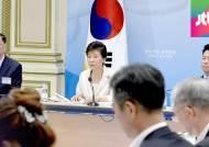 박 대통령 '규제개혁 속도전' 주문…쏟아진 규제완화 시책
