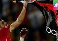 세르비아 vs 알바니아, '축구장 난투극'…관중도 난입