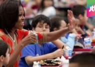 """""""고마워요, 미셸 오바마"""" 비만 예방 급식에 비난 확산"""