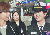 [사진] 최태원 회장 딸 민정씨, 해군 소위 됐다