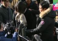 """검찰 출석한 조현아, 폭행여부 묻는 질문에 """"죄송합니다""""만 되뇌어"""
