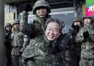 """[여당] 김무성, 군대 방문해 """"군 가산점제 부활"""" 약속 논란"""