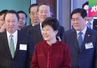 """박 대통령, 재계 신년회서 """"규제개혁 총력 기울일 것"""""""