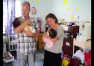 쌍둥이 딸 중 한명에게만 간 이식을…안타까운 부부 사연
