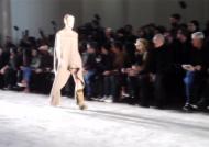 파리 패션위크서 남성 '중요부위 노출 패션' 등장…관객석 술렁