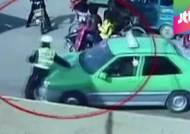 경찰 매달고 300m 질주…중국 택시기사 대담? 황당?