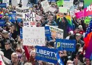 """""""사실상 동성애 차별법"""" 미국 종교자유보호법 논란"""
