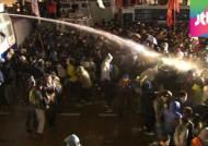 충돌 초기 물대포…'공세적 차벽' 경찰 과잉대응 논란