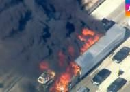 캘리포니아 산불, 고속도로 덮쳐…화재 진압 지연, 왜?