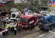 레미콘 트럭 미끄러지며 차량 12대 덮쳐…9명 사상