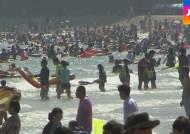 해운대 피서 인파 60만 명…절정에 달한 바캉스 열기