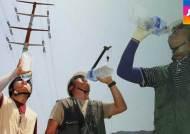1200도 용광로에 땀 '뻘뻘'…더위와 싸우는 산업현장