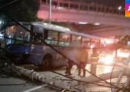 달리던 택시, 버스·승용차 잇따라 들이받아…8명 부상