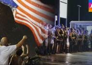미국 퍼거슨 사태 1주기…총격전 벌어지며 아수라장