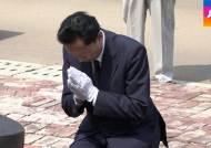 """무릎 꿇은 전 일본 총리…""""아베 담화, 반성·사죄 담겨야"""""""
