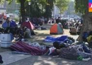 몰려드는 난민에 유럽 몸살…독일에선 '반이민 시위'