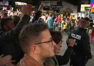 난민 수천여 명 도착…유럽, 'IS 격퇴' 움직임 본격화